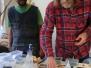 Abdi och Kenta gör glasmosaik